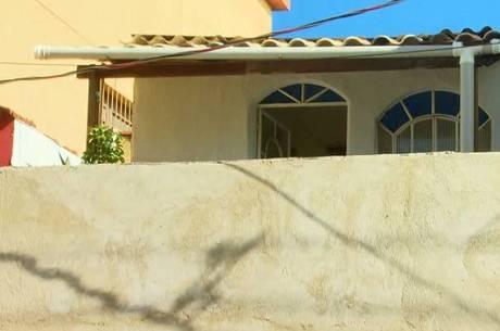 Vítima foi feita refém na casa onde morava