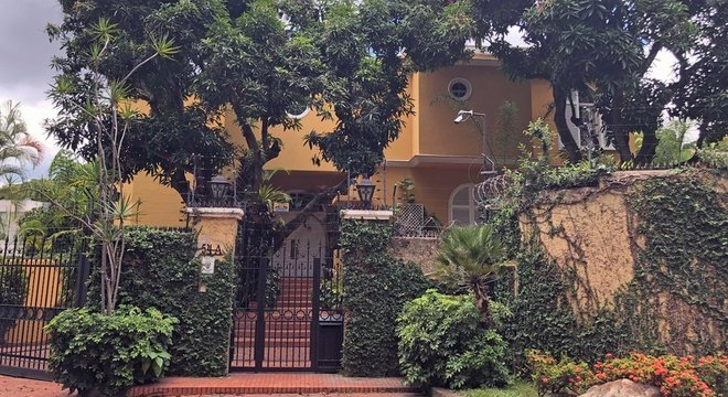 Preços elevados das casas no Caracas Country Club persistem apesar da crise