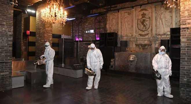 Casa noturna de Seul passa por desinfecção após novo surto de coronavírus
