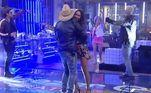 E quando o sertanejo tocou, Geórgia e Thiago correram para o centro da pista para dançar agarradinhos! Leandro e Renata também aproveitaram o momento em clima de romance!