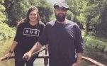 O casal britânicoTash Littleford, 31, e Lee Stone, 38, decidiram comprar um barco ao invés de comprar uma casa depois de descobrirem que não tinham condições financeiras de adquirir um imóvel no lugar e desejavam e tampouco podiam arcar com o preço do aluguel na região