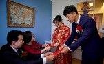 Assim que foi possível, em outro lugar em Xangai, Wei Jiawen e seu marido Pan Wenjun celebraram suas núpcias com sua família e amigos em meados de agosto em uma cerimônia que foi reduzida em relação à celebração originalmente planejada em fevereiro.
