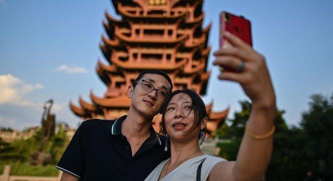 O governo de Hubei anunciou em agosto que cerca de 400 pontos turísticos da província seriam abertos a visitantes de todo o país gratuitamente, sendo a Torre do Grou Amarelo um deles
