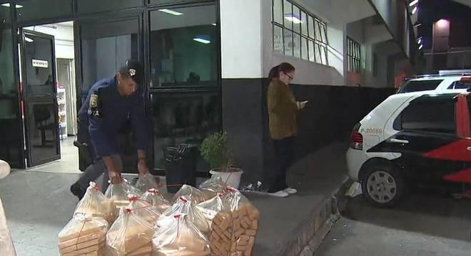 Casal é preso com mais de 400 quilos de droga e R$ 47 mil na zona leste