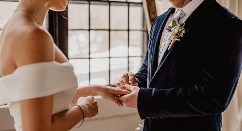 Festas de casamento estão voltando à cena, embora ainda com restrições