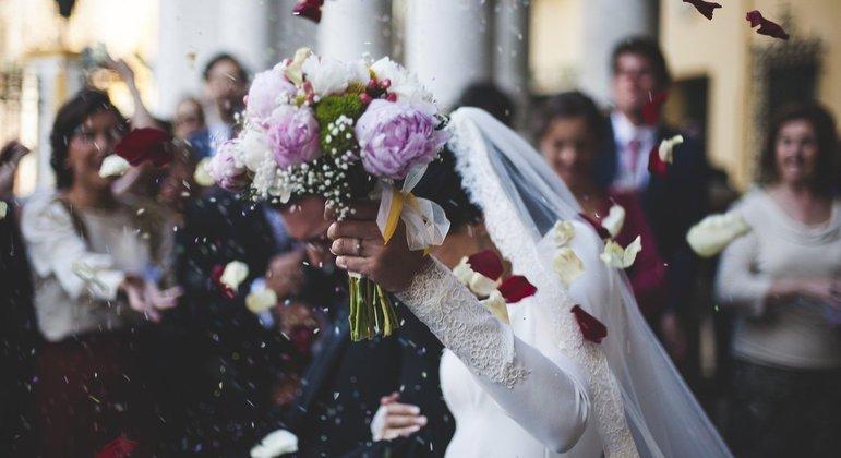 Uma noiva criou regras bizarras para o dia de seu casamento e convidados ficaram espantados