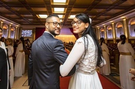 Pamela e Isaias se casaram na cerimônia coletiva