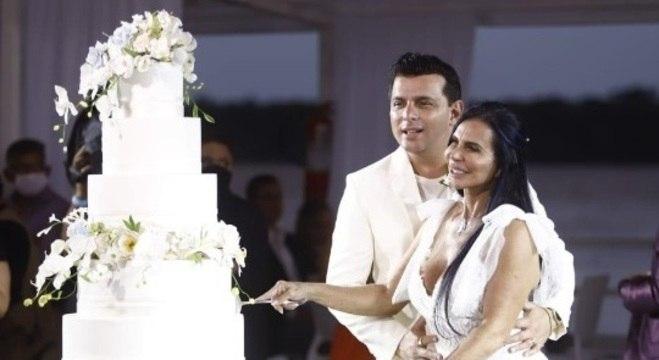 Gretchen e Esdras se casaram com direito a transmissão ao vivo na internet