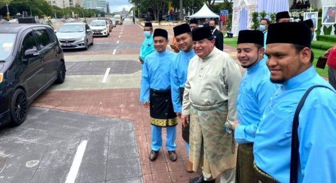 Tengku Adnan compartilhou fotos do casamento no Facebook