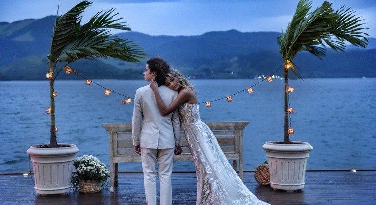Sasha Meneghel e João Figueiredo se casaram em Angra dos Reis