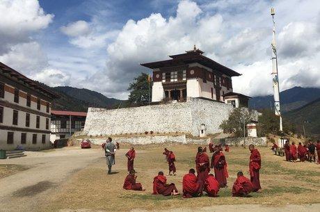 A paisagem de Butão é marcada pelas montanhas e colinas