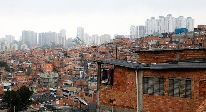 Populações mais pobres foram afetadas mais duramente pela crise causada pela pandemia