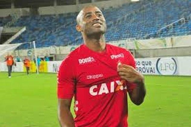 CASCATA - Antônio Givanildo da Silva Santos, mais conhecido como Cascata. O atleta está atualmente no URT e a atua como camisa 10 do time.