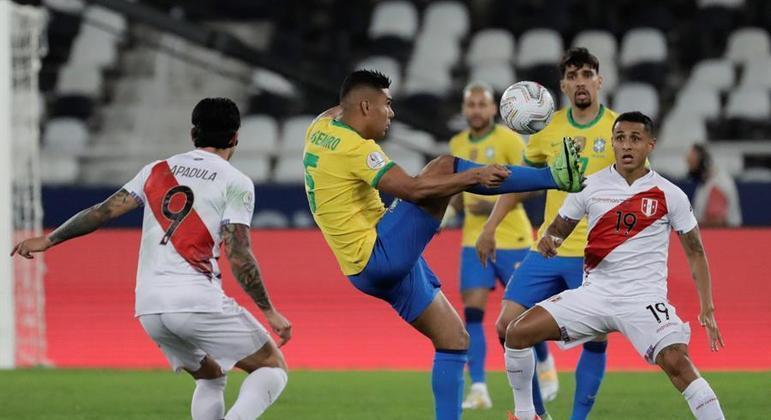 Casemiro dominou completamente o meio-campo no duelo contra o Peru