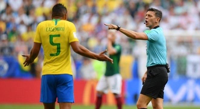 Casemiro recebeu o segundo cartão amarelo na Copa e cumprirá suspensão automática