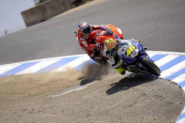Casey Stoner e Valentino Rossi protagonizaram uma das brigas mais icônicas da MotoGP em Laguna Seca, em 2008
