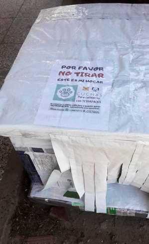 Bilhete pede para não retirar a casinha de cachorro da rua onde foi colocada
