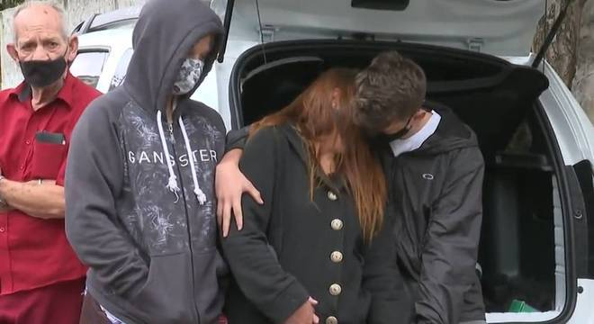 Família espera que autor do crime, foragido até o momento, seja punido