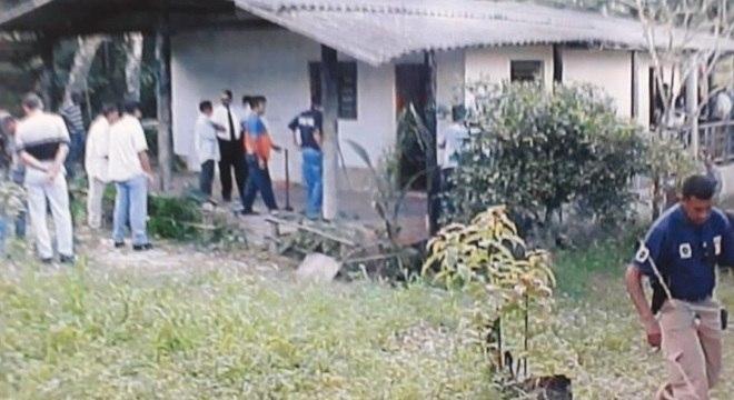 Policiais civis revistam sítio onde o ex-prefeito de Santo André foi mantido refém