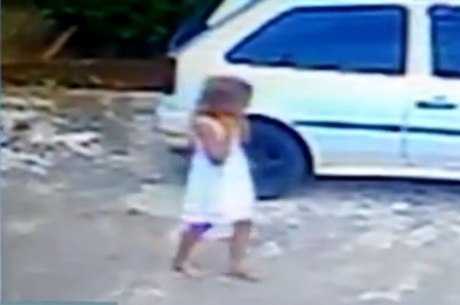 Câmera flagrou últimos passos da garota antes de sumir