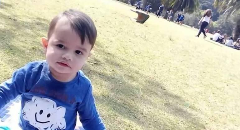 Laudo aponta ferimentos na testa do garoto causados por anel usado pela mãe