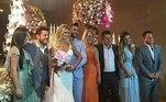 Não por acaso, Leonardo foi um dos convidados de honra do casamento de Gusttavo Lima e Andressa Suita, em 2016 (ele aparece à direita da imagem, ao lado da mulher, Poliana Rocha). O cantor também se apresentou na festa, junto com Bruno e Marrone — que também estão na foto ao lado das respectivas mulheres