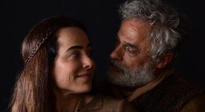 Cassia e Oscar em cena como Naamá e Noé, respectivamente
