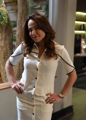 Cassia Linhares caracterizada de Beatriz