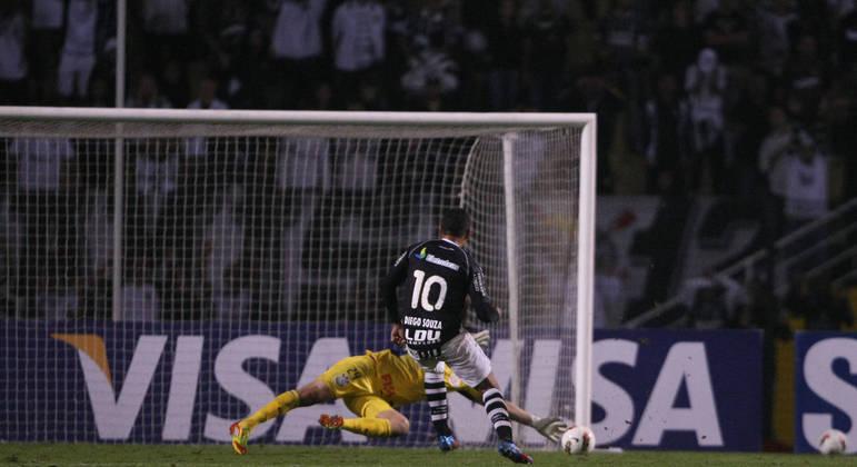 Cássio defende chute de Diego Souza e se eterniza na memória do Corinthians