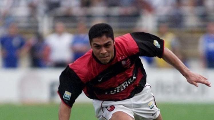 Cássio - O lateral-esquerdo ficou no Flamengo até 2004, quando se transferiu para o Internacional. O ex-atleta também atuou no exterior, em times do Paraguai, Estados Unidos, e encerrou a carreira no início de 2015 no futebol australiano. Aos 41 anos, segue morando na Austrália e comanda uma academia de futebol para crianças em Adelaide.