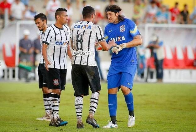Cássio - Renato Augusto foi companheiro do goleiro no Corinthians entre 2013 e 2015, quando conquistaram Recopa (2013) e o Brasileirão (2015). Mas eles já haviam disputado o Mundial sub-20 de 2007 com a Seleção Brasileira. Além de estarem juntos na Copa do Mundo de 2018.