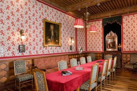 Castelo está aberto como hospedagem e sala de conferências, recepções e banquetes