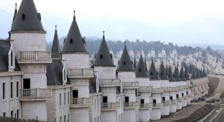 Que tal um condomínio de castelos? Você toparia?