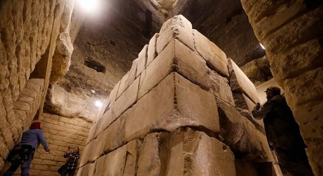 Visão das catacumbas da pirâmide