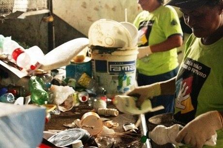 Catadores de material reciclável estão sem recursos