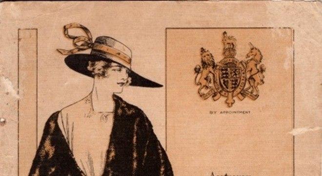 O catálogo da Pryce Jones incluía roupas que estavam na moda.