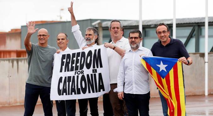 Líderes separatistas catalães indultados são soltos na Espanha