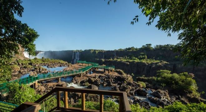 Quedas de água secas no Parque Nacional do Iguaçu deixam paredões à mostra