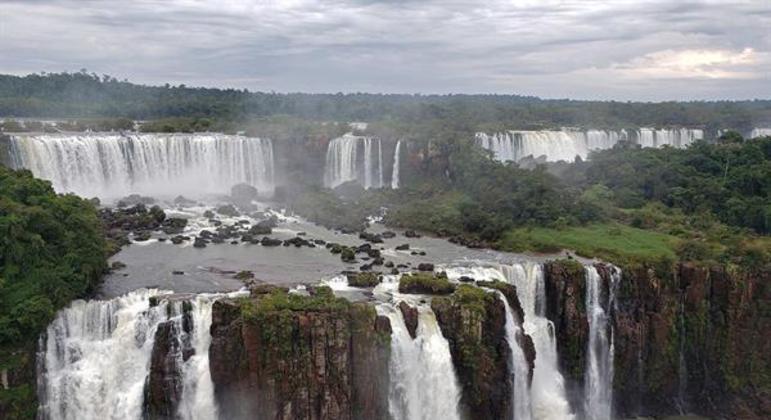 Cataratas do Iguaçu, um dos rios que compõem a Bacia do Paraná e  que é afetado pelo desmatamento
