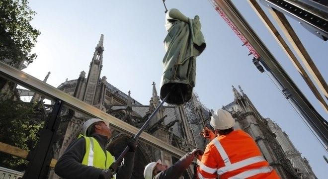 Estátuas haviam sido transportadas do local na última semana