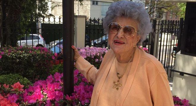 Aos 98 anos, Catharina Fló já fraturou o fêmur duas vezes e se recuperou