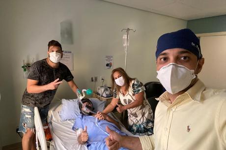 Família visitou João no hospital na segunda-feira (7)