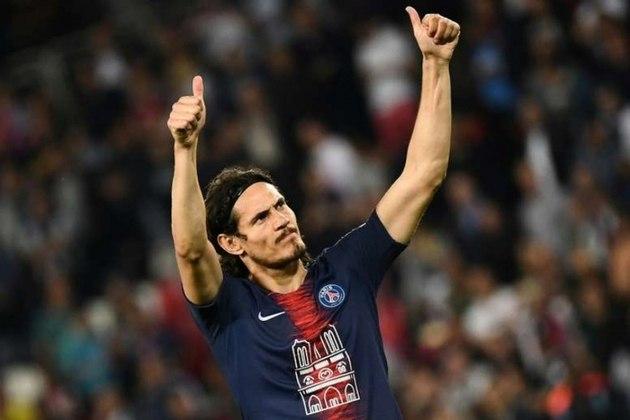 Cavani é outro que não seguirá no Paris Saint-Germain. Sem clube até o momento, o atacante uruguaio negocia com o Benfica.