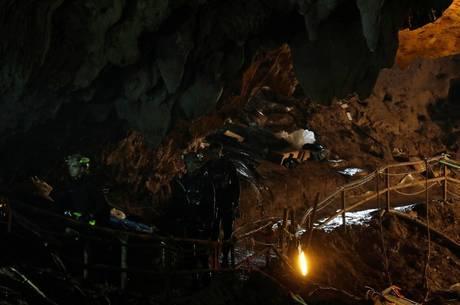 Caverna foi inundada por água após temporal