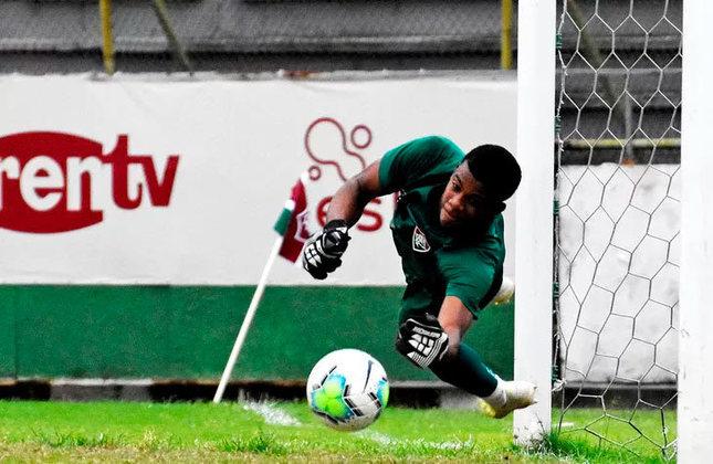 Cayo Fellipe - 18 anos - goleiro - contrato com o Fluminense até 31/12/2025