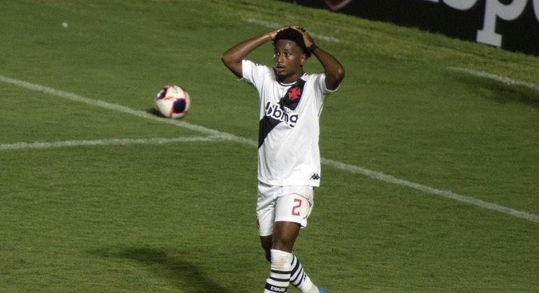 Cayo Tenorio lamenta chance desperdiçada pelo Vasco contra a Portuguesa