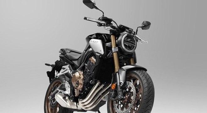 CB650R Neo Sports Cafe na versão europeia na cor preta com rodas e outros elementos em marrom