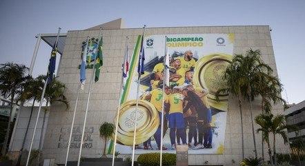 Foto dos jogadores foi colocada na fachada