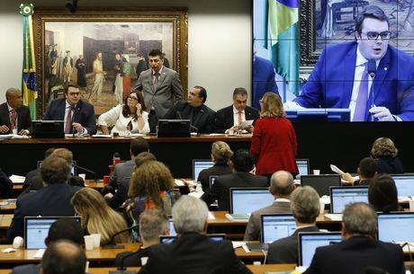 Reforma agora será analisada por comissão especial