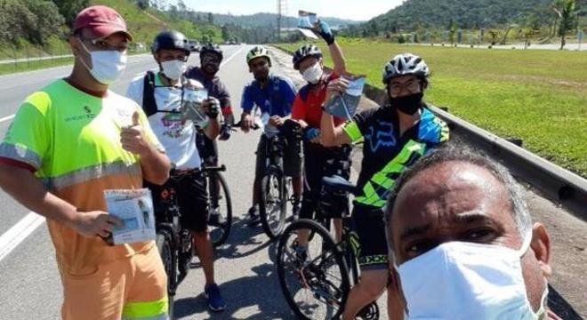 Ação visa orientar ciclistas quanto ao risco de trafegar em rodovia